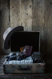 Le cose più importanti per un viaggio fotografico : Una valigia, qualche vestito, il passaporto e le tue amate macchine fotografiche